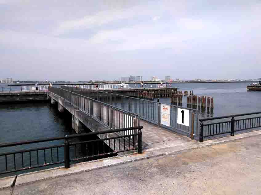 新居海釣り公園堤防
