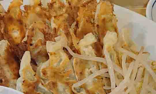 カンベエの浜松餃子はカリカリ